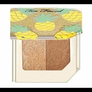 Deluxe size Too Faced bronzer highlighter duo